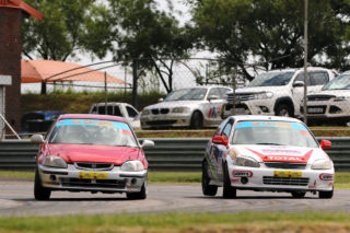 Jonathan du Toit (TAR Honda Civic) took both the Car Clinic SuperHatch heats