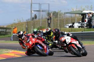 SA 1000cc Superbikes led by Lance Isaacs. Photo by RacePics.co.za