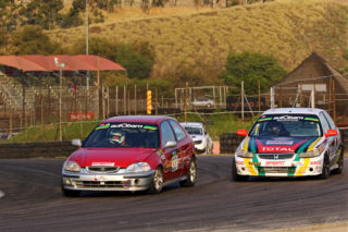 Jonathan du Toit (TAR Honda Civic) won both the autObarn SuperHatch races from Brett Garland (autObarn Honda Civic)